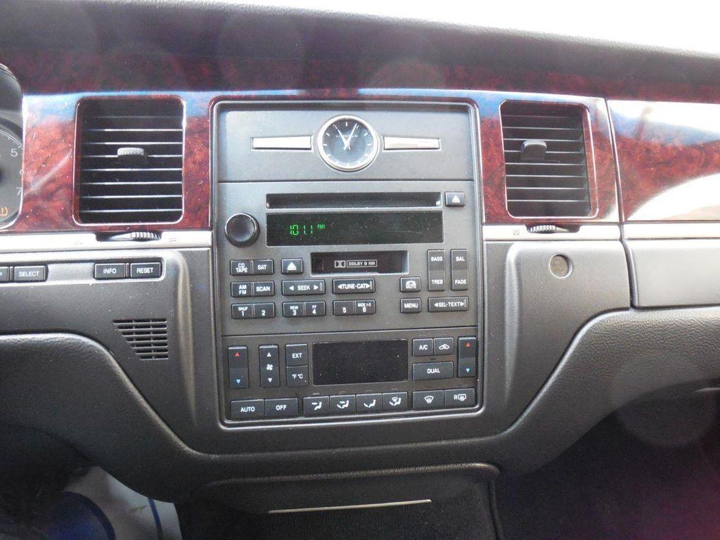 Listing ALL Cars   2011 LINCOLN TOWN CAR EXECUTIVE L